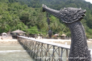 japamala-kinnaree-overseeing-the-walkway-to-the-resort
