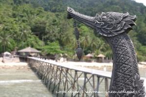 japamala-kinnaree-overseeing-the-walkway-to-the-resort
